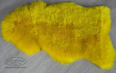 gekleurde schapenvachten geel