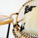 koeienvacht-kussen-in-rotan-stoel