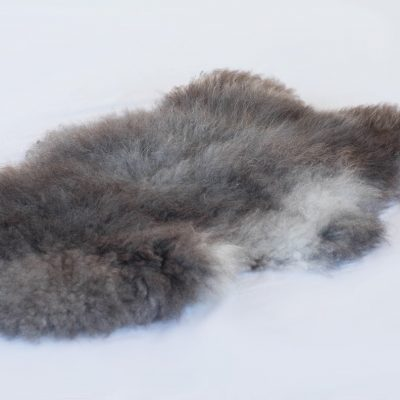 Langharige grijze schapenvacht