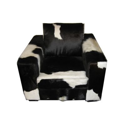Ruime fauteuil koeienhuid